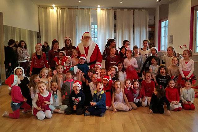 Les petits danseurs d'Objectif Danse on tiré sur la barbe du Père Noël : c'était le vrai !|© icimedia@free.fr