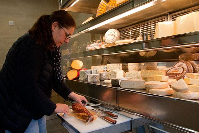 La boutique de Valérie Ochmiansky avait eu immédiatement les faveurs des Villeréalais.|Archive © Jean-Paul Epinette - icimedia@free.fr