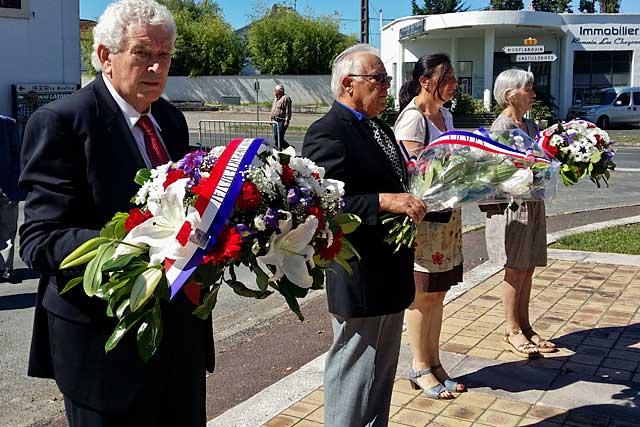 Dépôt de gerbes pour l'appel du 18 juin et l'hommage à la Résistance.  |Photo © jean-Paul Epinette - icimedia@free.fr