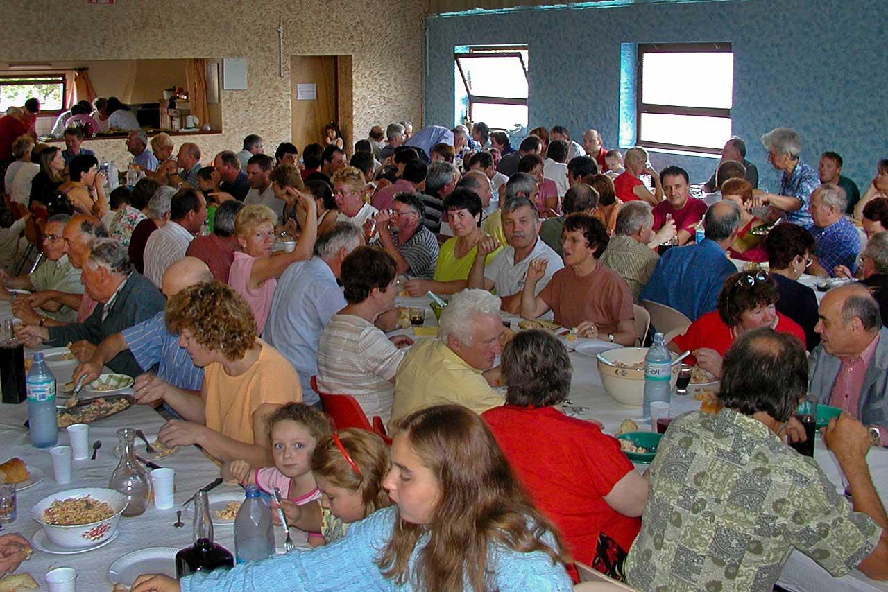 7 juillet 2002, tout le village faisait déjà la fête !...|Archives © jean-Paul Epinette - icimedia@free.fr