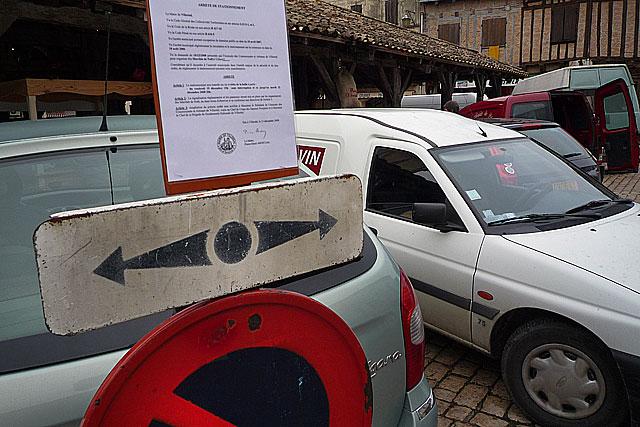 Malgré arrêtés et panneaux, certains ignorent la règle...|Archives © jean-Paul Epinette - icimedia@free.fr