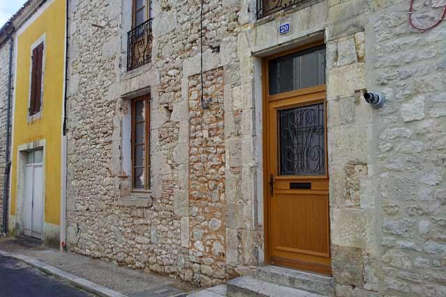 Les travaux devront être réalisés par des professionnels du bâtiment...|Photo © jean-Paul Epinette - icimedia@free.fr