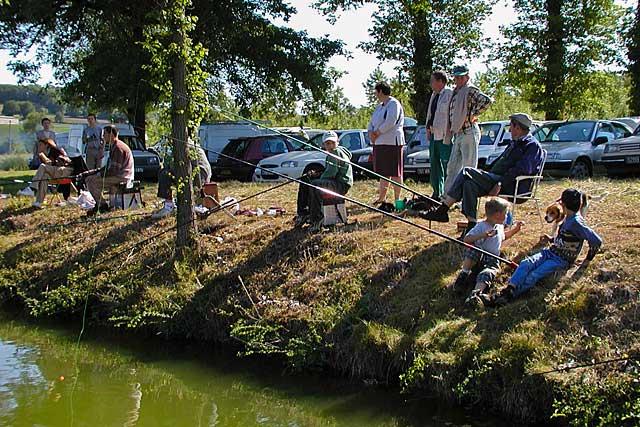 Des générations de jeunes Villeréalais ont découvert la pêche grâce à la Gaule Villeréalaise. Archives © jean-Paul Epinette - icimedia@free.fr