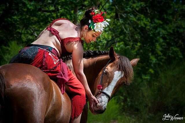 La Femme Chaussette spectacle invité de la Fête du Cheval de Villeréal.|Photo DR