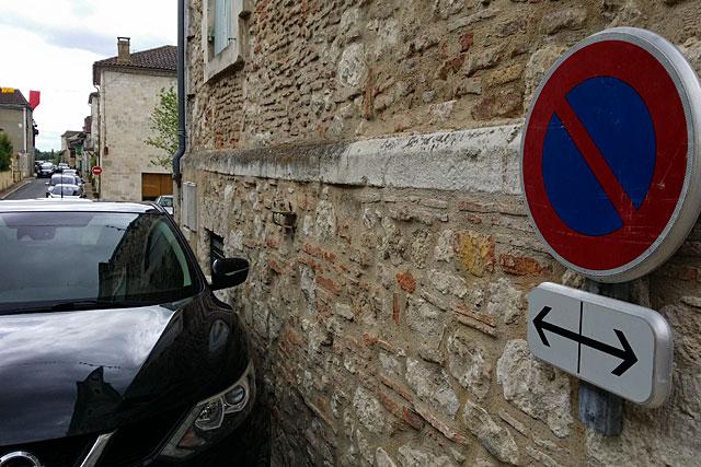Pourtant, le panneau ne laisse aucun doute !...|Photo © jean-Paul Epinette - icimedia@free.fr