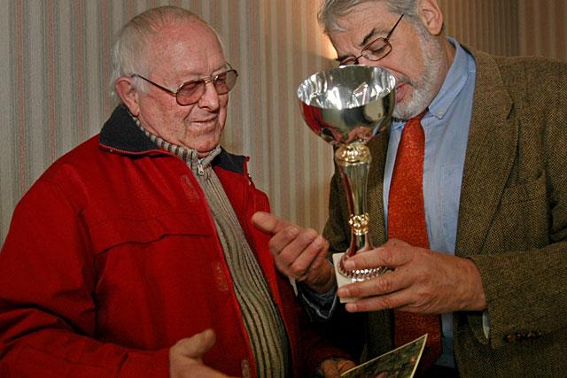 2005, le maire de l'époque, Guy Berny, remettait une énième récompense à Frédéric Legendre.|Archives © jean-Paul Epinette - icimedia@free.fr