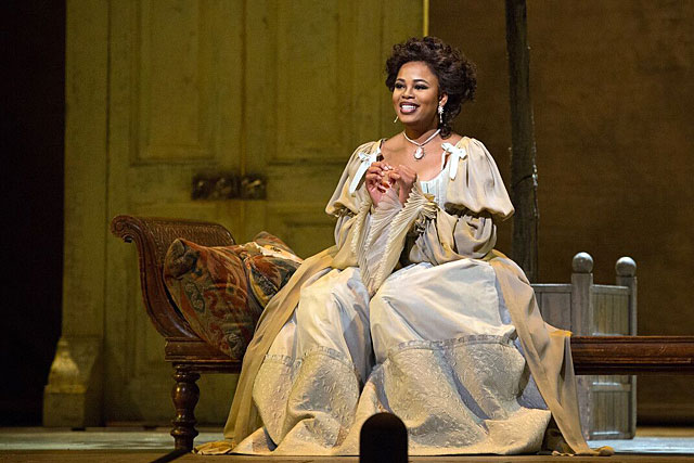 Pretty Yende - Adina dans l'Elixir d'Amour de Donizetti...|Photo DR