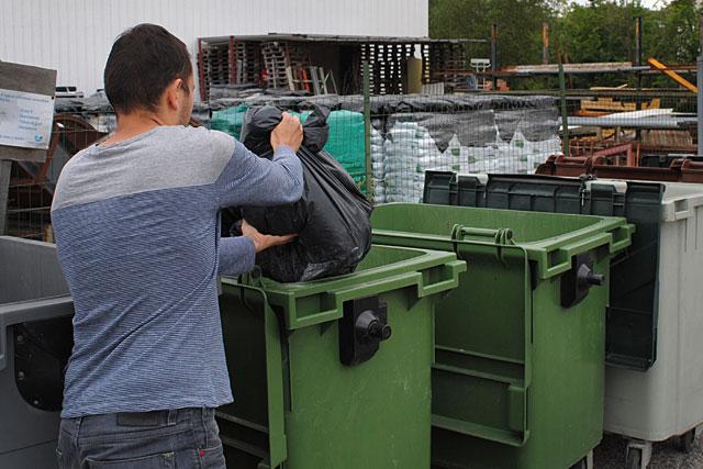 Les conteneurs classiques seront remplacés par des conteneurs semi-enterrés... Archives © jean-Paul Epinette - icimedia@free.fr