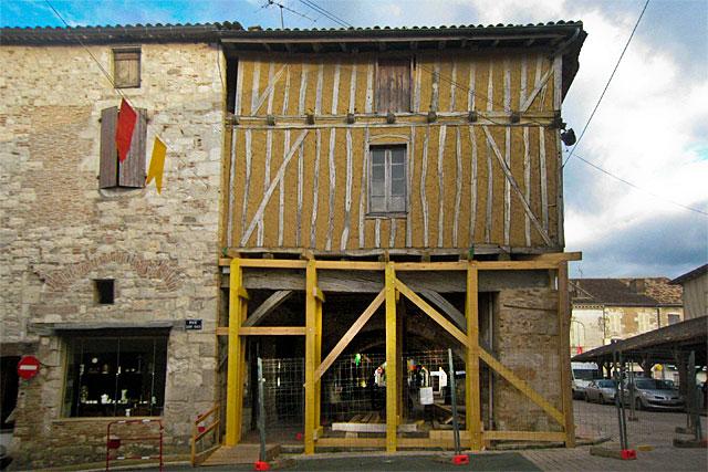 La maison à pan de bois de la cornière bénéficiera du Plan Façade...|Photo © jean-Paul Epinette - icimedia@free.fr