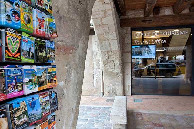 Sus les arcades de la bastide, l'office de tourisme|Photo © jean-Paul Epinette - icimedia@free.fr