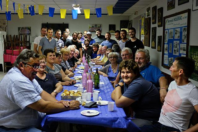 Les joueurs de l'USV ont offert la soirée aux bénévoles du club...|Photo © jean-Paul Epinette - icimedia@free.fr