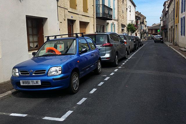 Stationnement rue St-Michel : cherchez l'erreur...|Photo © jean-Paul Epinette - icimedia@free.fr