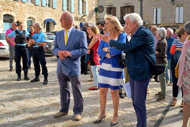 Sous-préfète, député, conseillers régional et départemental et les invités on visité la bastide sous la conduite du maire de Villeréal...|Photo © jean-Paul Epinette - icimedia@free.fr