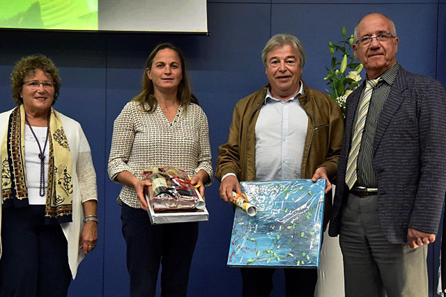 La délégation villeréalaise félicitée par le vice-président du conseil départemental, Marcel Calmette.|Photo DR