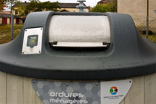 Les nouvelles cuves à ordures entrent en serviec ce mercredi 19 décembre.|Photo © jean-Paul Epinette - icimedia@free.fr