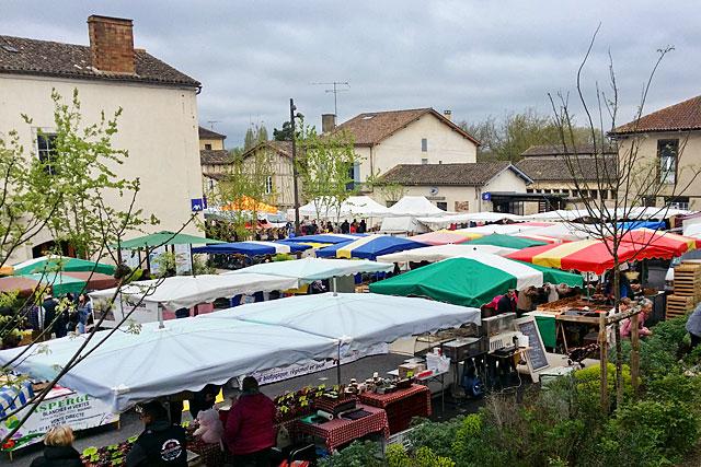 Hebdomadaire, estival ou gourmand, le marché devra gérer ses déchets autrement...|Archives © jean-Paul Epinette - icimedia@free.fr