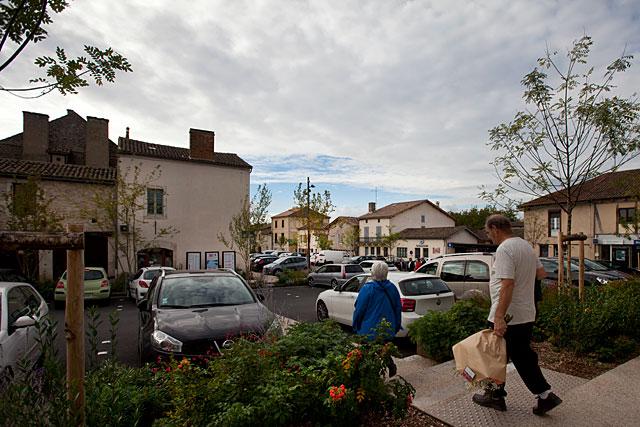 Les voitures ne peuvent pas être considérées commes des ennemies...|Archives © jean-Paul Epinette - icimedia@free.fr