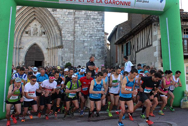Les départs auront lieu depuis le parvis de l'église de Villeréal...|Archives © jean-Paul Epinette - icimedia@free.fr