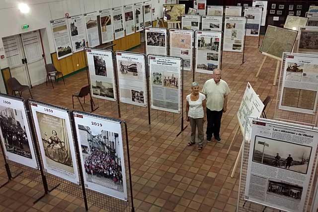 Jean-Claude Petitpas et Rolande Piton ont mis la dernière main à la troisième Exposition du les 750 ans de la bastide...|Photo © Jean-Paul Epinette - icimedia@free.fr