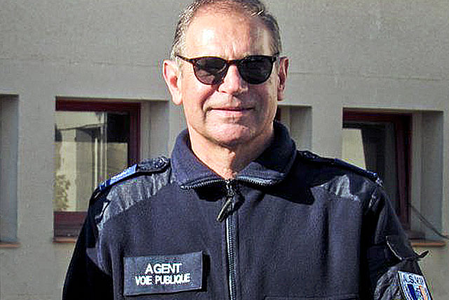 Agent assermenté de surveillance de la voie publique, M. Guérin est habilité à dresser des PV.|- Photo DR