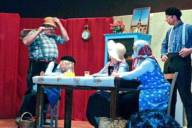 Les Copains d'abord vont donner quatre soirées théâtrales...|Photo DR