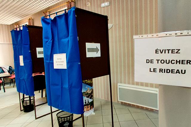Alors que l'épidémie sévit, les bureaux de vote avaient été sécurisés...|Photo © Jean-Paul Epinette.