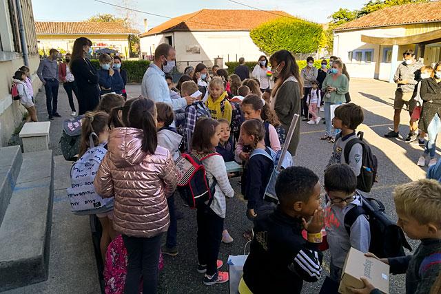 Au nombre de 4, les classes étaient bien chargées pour se répartir 114 élèves !...|Photo © Pierre-Antony Epinette.
