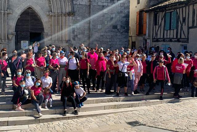 Succès populaire pour les Villeréalais, au départ de la sortie sur les sentiers de Campagn'Art... (Photo DR)