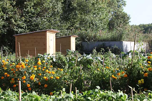 Les beaux jours sont revenus et avec eux la reprise de l'entretien de nos jardins... Archives Jean-Paul Epinette