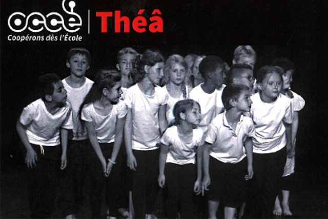 Production théâtrale, ou dansée... les écoliers découvrent l'expression dramatique. Illustration OCCE / Photo DR