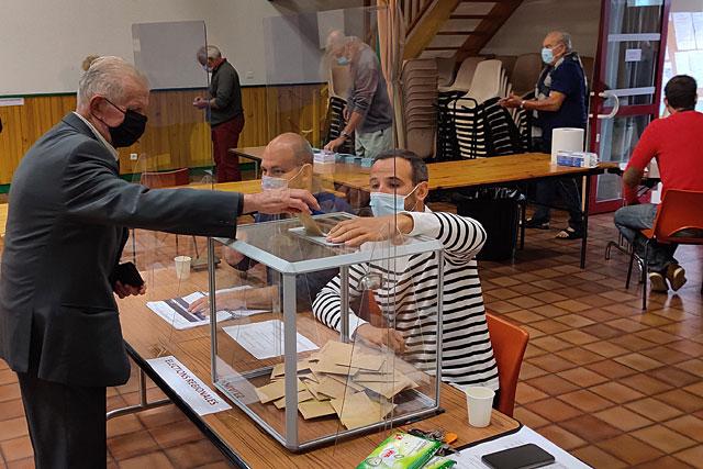 Les Villeréalais ont été plus nombreux à se rendre à la salle François-Mitterrand que pour le premier tour de scrutin...|| Photo © Jean-Paul Epinette