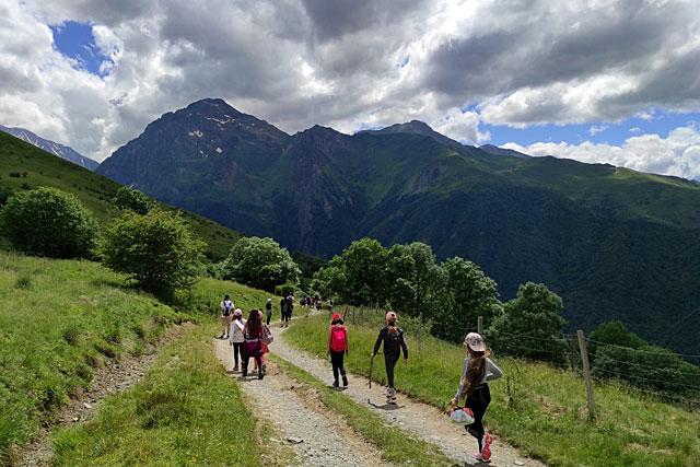 Dans un décor magnifique, nos écoliers ont découvert la montagne et... la marche à pieds !...|| Photo © École de Villeréal
